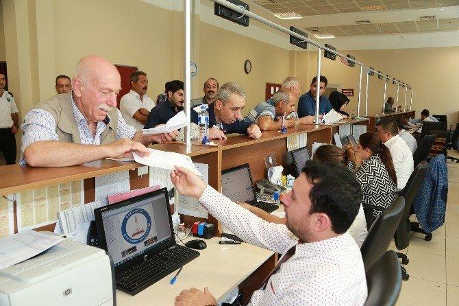 Vatandaşlar borç yapılandırması için belediyeye akın etti
