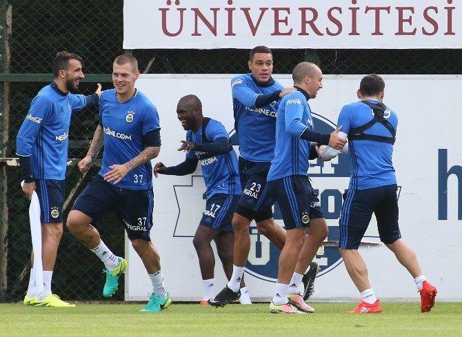 Fenerbahçe, Feyenoord maçı hazırlıklarını sürdürüyor