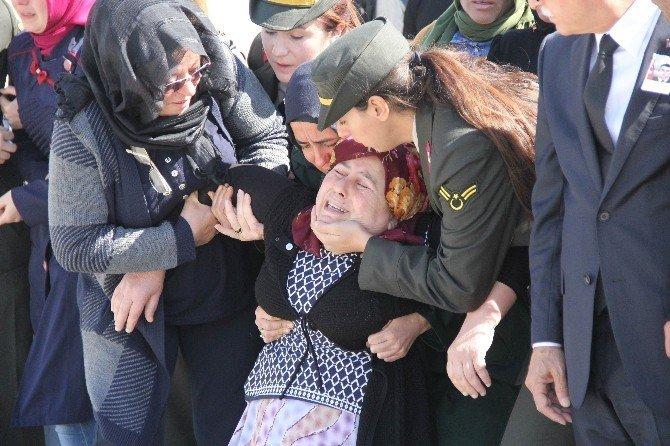 Şehit uzman onbaşı gözyaşı ile karşılandı