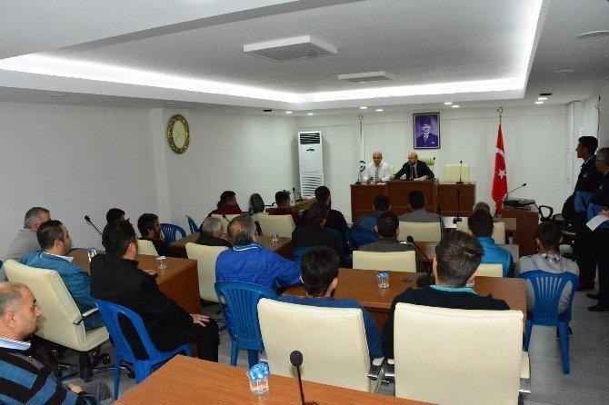 Başkan Özcan, erkek kuaförleri ile bir araya geldi