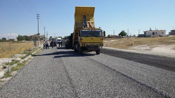 Milletvekili Açıkgöz, Çat kasabasında asfalt yapımını inceledi