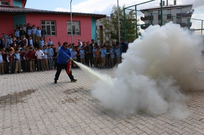 Sivas'ta okulda yangın tatbikatı yapıldı