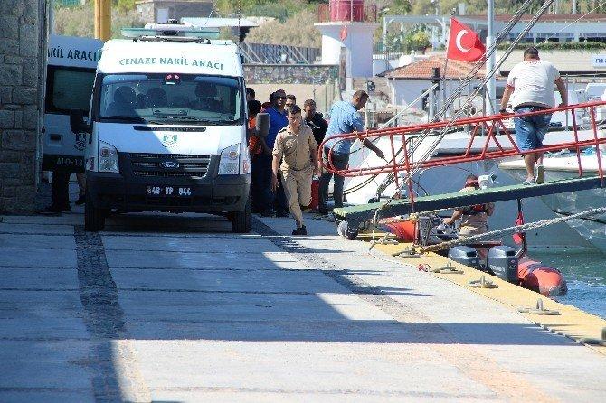 Kaçak göçmenleri taşıyan tekne alabora oldu: 3 ölü