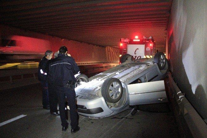 Öndeki araç takla attı, arkadaki otomobiller birbirine girdi: 2 yaralı