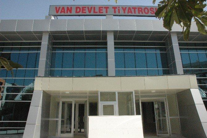 Van Devlet Tiyatrosu 5 yıl aradan sonra perdelerini açıyor