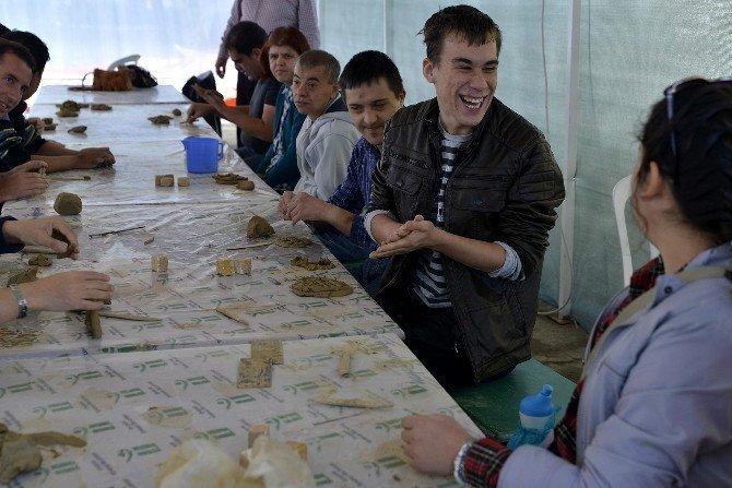 Engelli vatandaşlar pişmiş toprakla tanıştı