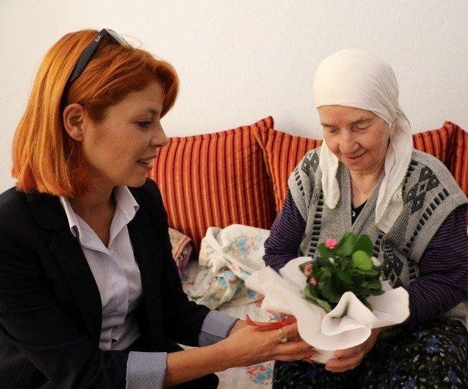 Evde bakım ekipleri Yaşlılar Günü'nü kutladı