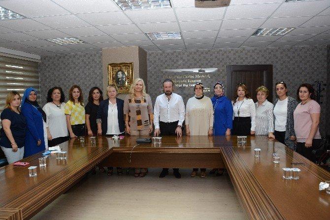Başkan Doğan, AK Parti İzmit Kadın Kollarını makamında ağırladı
