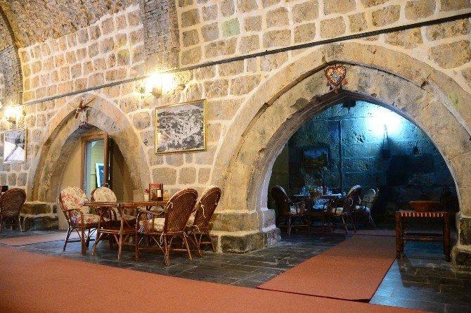 Tarihi han kafe ve restorana dönüştürüldü
