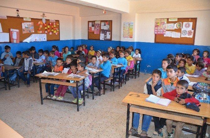 Yetmiş öğrenciye bir öğretmen eğitim veriyor