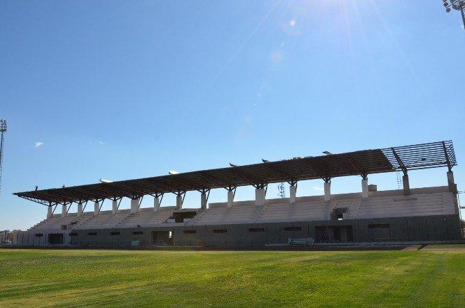 Futbol sahası tribün inşaatının yüzde 70'i tamamlandı