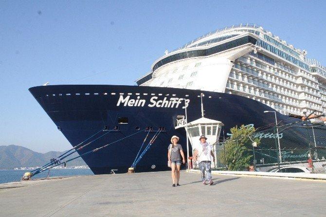 "Yüzen saray ""Mein Schiff 3"" Marmaris'te"