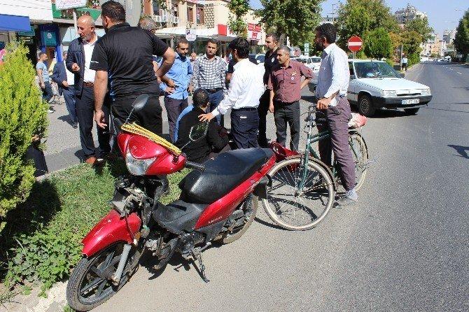 Kamyonet motosiklete çarpıp kaçtı: 1 yaralı