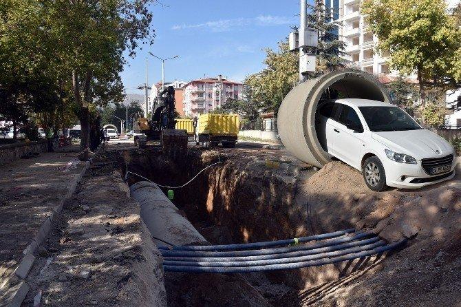Kanalizasyon borusunun içinden otomobil geçirdiler