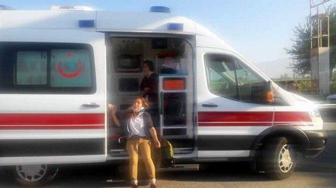Aydın'da öğrenci servisiyle otomobil çarpıştı: 11 yaralı