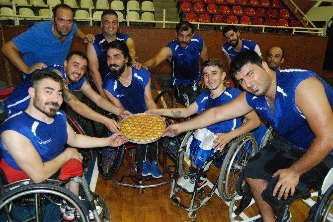 Büyükşehir'de engelli basketçiler göz kamaştırıyor