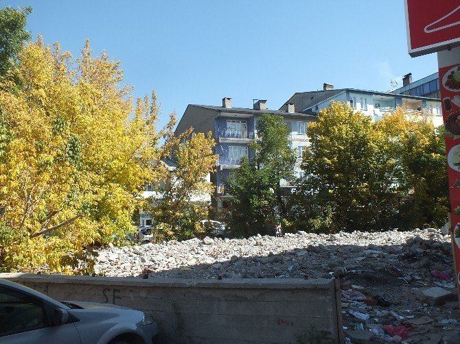 Malazgirt'te 6-7 Ekim'in izleri hala duruyor