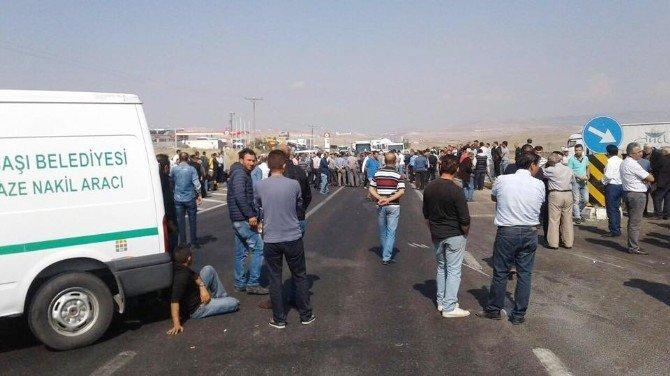 Ölümlü kazaları protesto eden vatandaşlar, Konya yolunu trafiğe kapattı