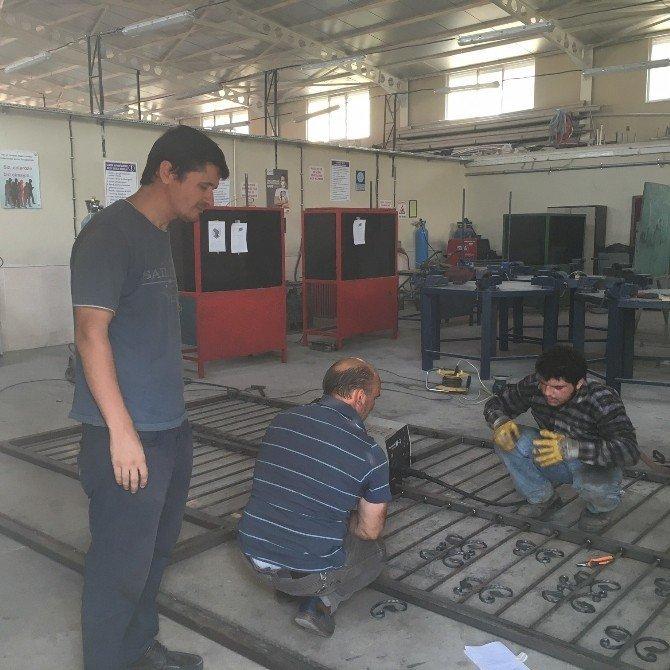 Soma'da gaz altı kaynakçıları yetişiyor