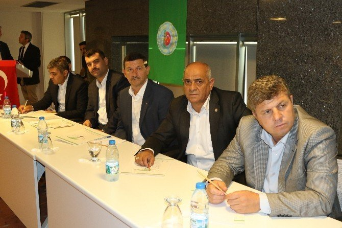 Manisa tarımının sorunları Akhisar'da masaya yatırıldı