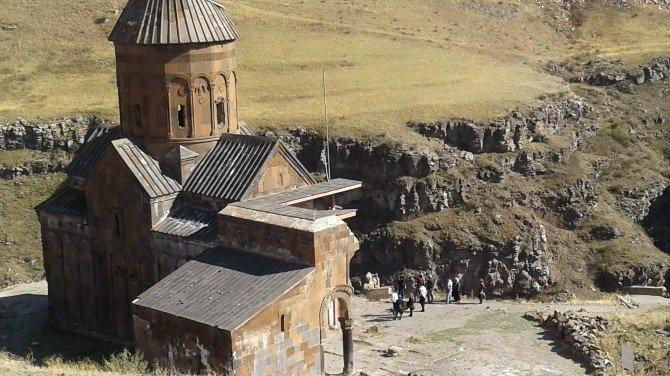 Vali Doğan, Turizm Bakanlığı uzmanlarıyla Ani'de