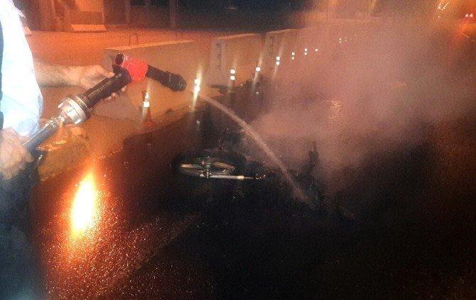 Adıyaman'da motosiklet yandı