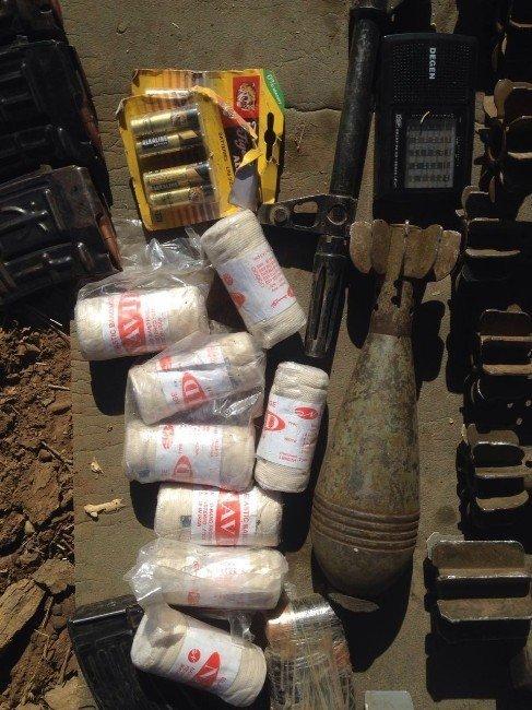 Hakkari Kovan Tepe'de teröristlerin cephaneliği bulundu