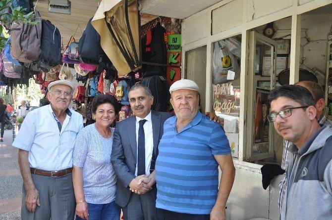 Vali Ömer Faruk Koçak aşure dağıttı