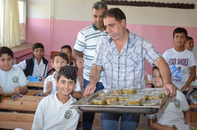 Viranşehir'de öğretmen ve öğrencilere aşure ikramı