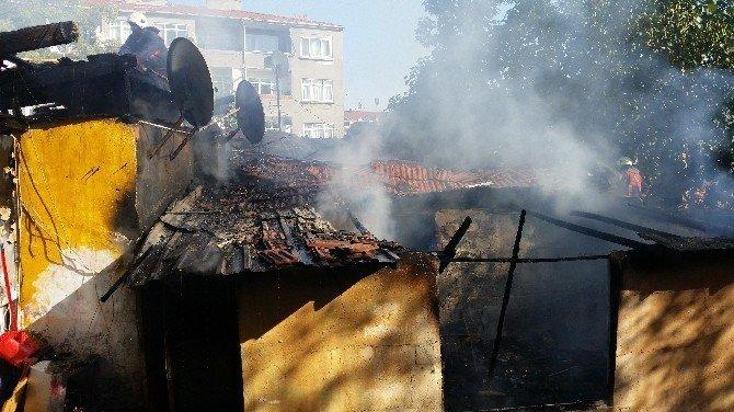 Karagümrük'te korkutan gecekondu yangını