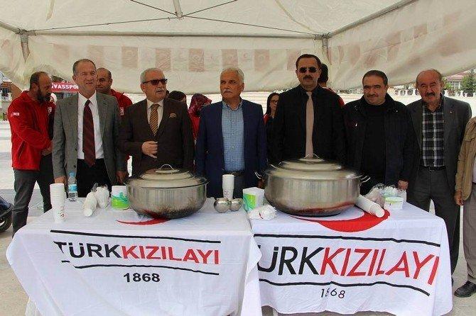 Sivas'ta Kızılay bin kişilik aşure dağıttı