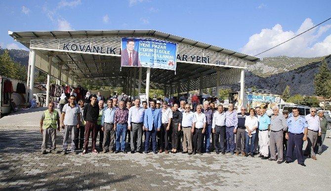 Döşemealtı Kovanlık Mahallesi'nin ilk meydanı ve pazaryeri açıldı
