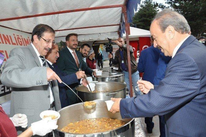 Palandöken Belediyesi, Atatürk Üniversitesine aşure ikram etti