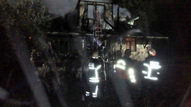 Araç trafiğine kapalı olan dağ evi yanarak küle döndü