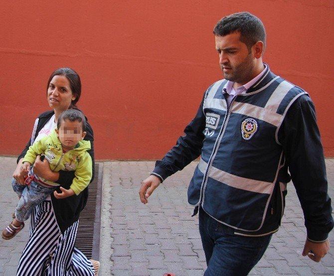 Kaçak sigarayla yakalanan şüpheli, sağlık kontrolüne çocuğuyla geldi