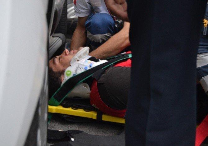 Yol kenarında duran Yunus Polisleri'ne araba çarptı