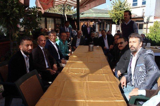 Konya Berberler ve Kuaförler Odası üyeleri kahvaltıda bir araya geldi