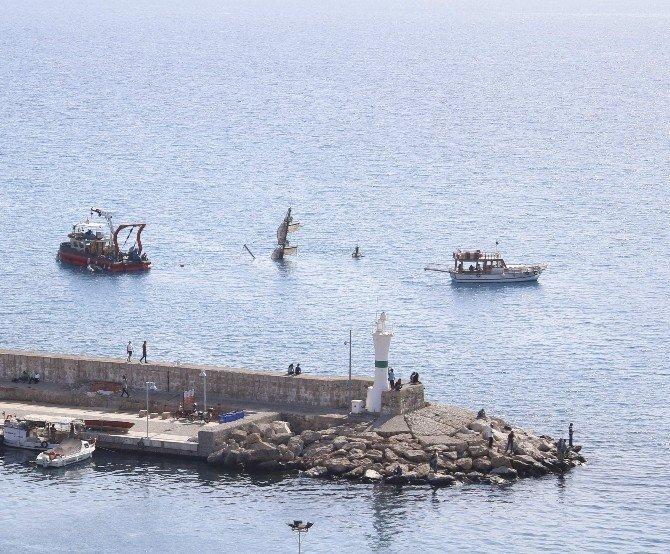2 kişiye mezar olan tur teknesi çıkarılıyor