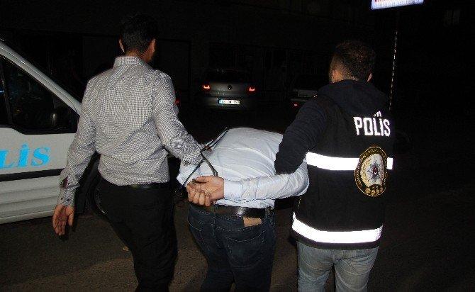 Dershaneler bölge sorumlusu öğrenci evinde yakalandı