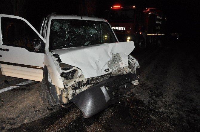 Afyonkarahisar'da trafik kazası: 3 ölü, 4 yaralı