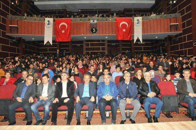 Akşehir'de, 'Karanfil Kokusu' tiyatro oyunu sahnelendi