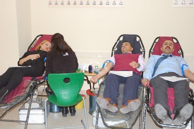 Öğrenciler tarafından kan bağışı kampanyası düzenlendi