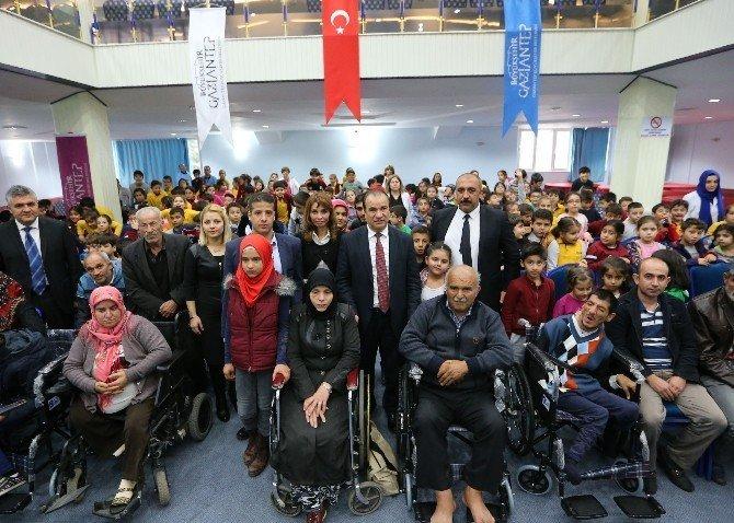 Okul harçlıklarıyla engellilere tekerlekli sandalye aldılar