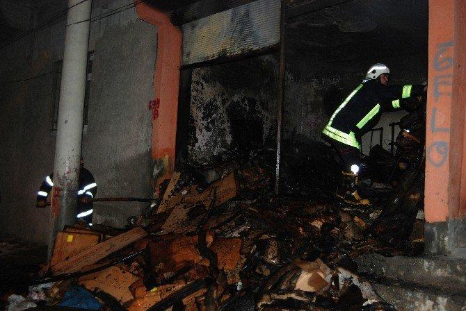 Depoda çıkan yangın eve sıçramadan söndürüldü