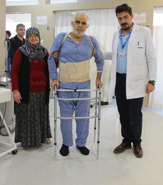 Fizik tedavi ile yürümeye başladı