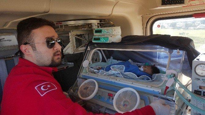 Ambulans helikopter 11 günlük bebek için havalandı