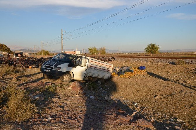 Mandalina yüklü kamyonet takla attı: 1 ölü, 2 yaralı