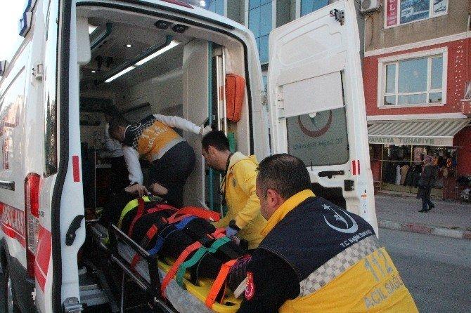Otomobilin çarptığı üniversite öğrencisi genç kız yaralandı