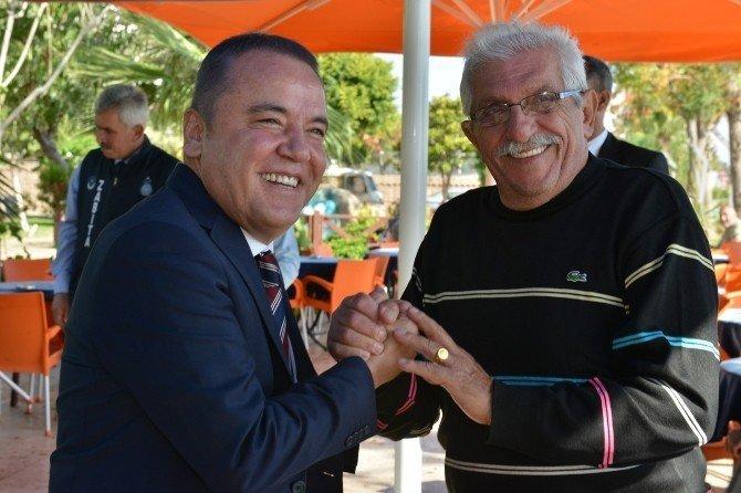 Başkan Böcek, emekli kahvesini ziyaret etti