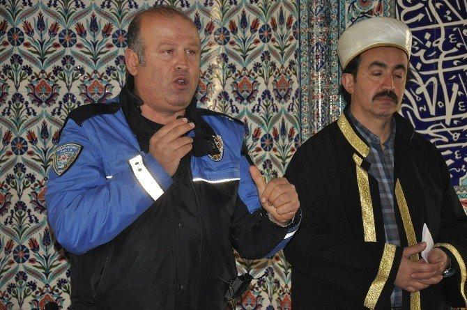 Cuma vaazı polisten
